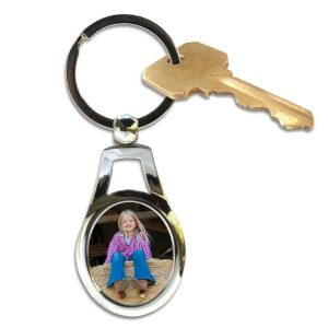 Create a beautiful metal oval key chain to help you carry your keys
